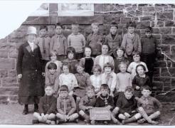 old-pinwherry-photos-8-the-school-infant-room-c-1927
